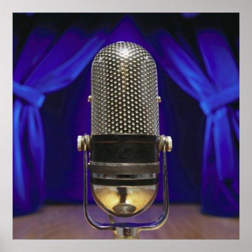 Cortinas retras del micrófono y de la etapa posters