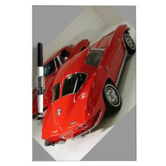 Corvette partido del rojo de la ventana de la obra tableros blancos