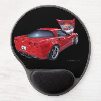 Corvette rojo con el aerógrafo debajo de la alfombrillas de ratón con gel