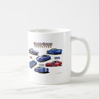 Corvettes magníficos del deporte 1963, 1996, 2010 taza básica blanca