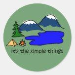 Cosas simples - acampando pegatina