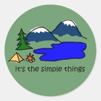 Cosas simples - acampando pegatina redonda