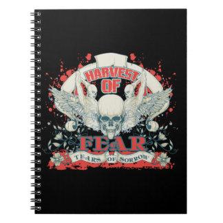 Cosecha de los rasgones de los miedos del cráneo y notebook