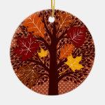 Cosecha de noviembre del árbol de las hojas de oto ornamento de reyes magos