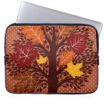 Cosecha de noviembre del árbol de las hojas de oto fundas ordendadores