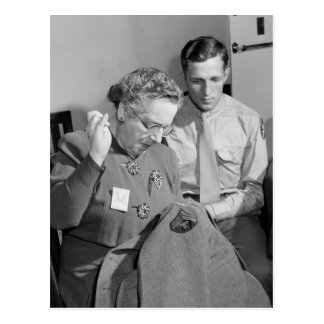 Cosiendo para la causa, 1943 tarjetas postales