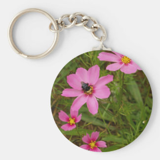 Cosmo flower with bee keychain