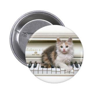 Cosquilleo del gatito de Ivorys Pin Redondo De 2 Pulgadas