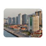 Costa con el horizonte de la ciudad de Yantai, Sha Imanes Rectangulares