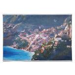 Costa costa y paisaje mágicos en Amalfi, Italia Mantel