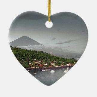 Costa costa y soporte del este Agung de Bali Adorno Navideño De Cerámica En Forma De Corazón