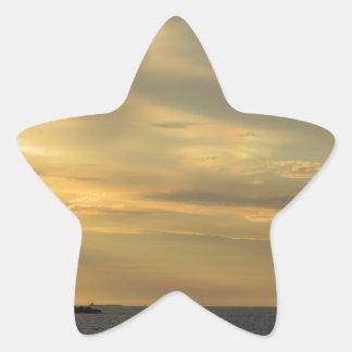 Costa de la puesta del sol pegatina en forma de estrella