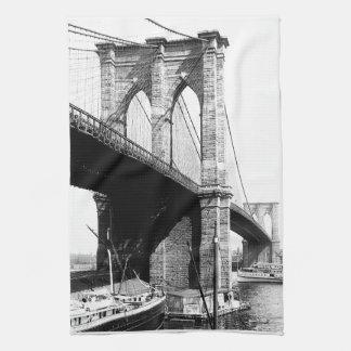 Costa del puente de Brooklyn Toalla De Cocina