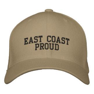 Costa este orgullosa gorra de beisbol