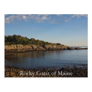 Costa rocosa de la postal de Maine
