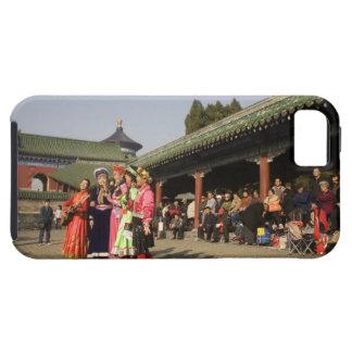 Costumed amateur folk dancers entertain iPhone SE/5/5s case