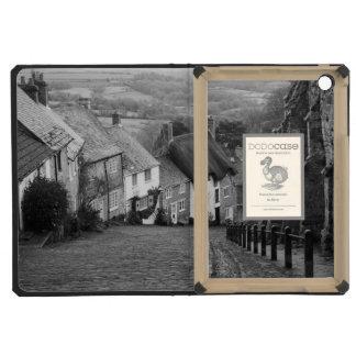 Cottages on a golden hill, Shaftesbury, Dorset, En iPad Mini Cases