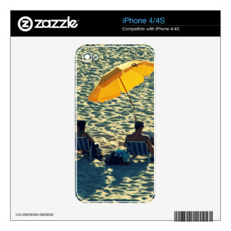 Couple at the beach decals for the iPhone 4S