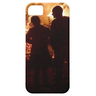 Couple in front of campfire iPhone 5 cases