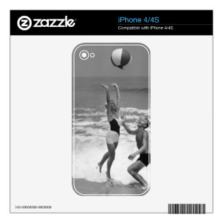 Couple Playing with a Beachball iPhone 4 Skin