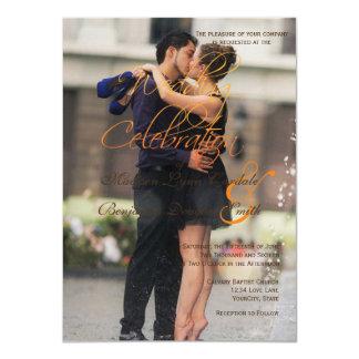 Couple romance kiss in fountain/Wedding Invitation