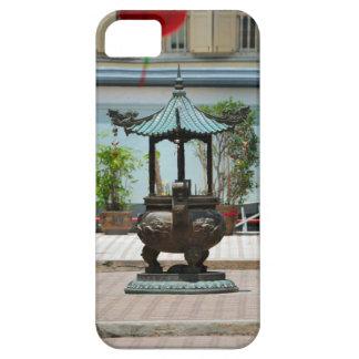 Courtyard shrine, Singapore iPhone SE/5/5s Case