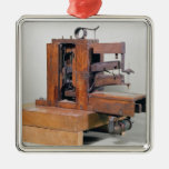 Couseuse', la primera máquina de coser, 1830 adorno cuadrado plateado