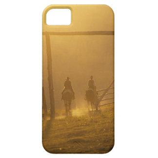 Cowboys riding through gate at dusk iPhone SE/5/5s case