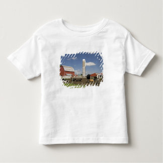 Cows in front of a red barn and silo on a farm toddler t-shirt