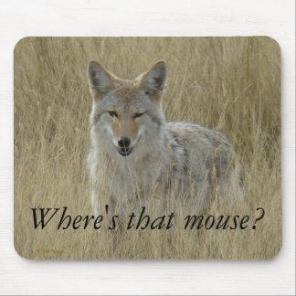Coyote R0002 en hierba alta Alfombrillas De Raton