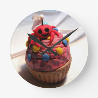 Crab Cupcake Round Clock