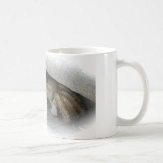 Crab in the sand coffee mug
