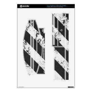 Cracked Stripes Black / White PS3 Skins