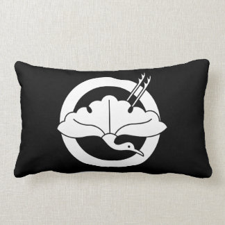 Crane-shaped ginkgo leaf on circle lumbar pillow
