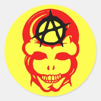 Cráneo 1 de la anarquía pegatina redonda