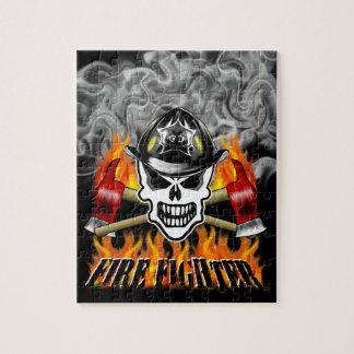 Cráneo 2 del bombero y hachas llameantes rompecabeza con fotos