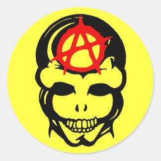 Cráneo 3 de la anarquía pegatina redonda