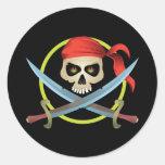 cráneo 3D y bandera pirata Etiquetas Redondas