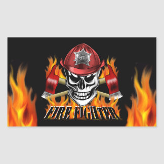Cráneo 4 del bombero y hachas llameantes pegatina rectangular