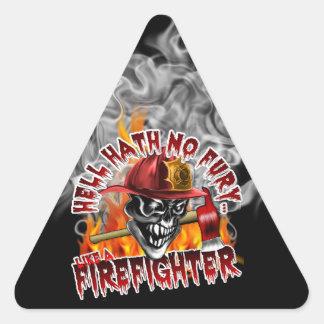 Cráneo 5 del bombero y llamas pegatina triangular