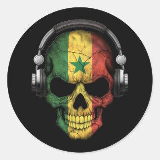 Cráneo adaptable de Senegal DJ con los auriculares Pegatina Redonda