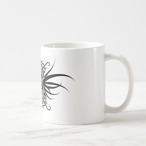 Cráneo adornado con el rayo taza de café