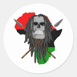 Cráneo africano del guerrero pegatina redonda