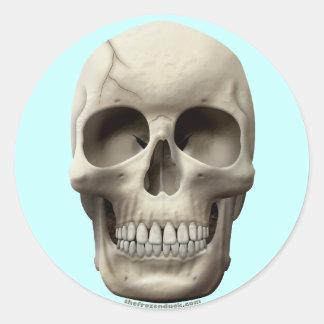 Cráneo agrietado pegatina redonda