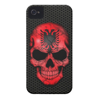 Cráneo albanés de la bandera en el gráfico de acer Case-Mate iPhone 4 cárcasa