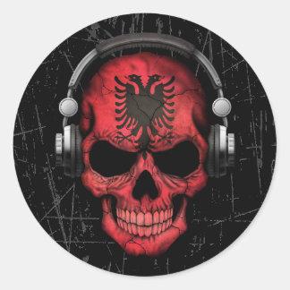 Cráneo albanés rasguñado de DJ con los auriculares Pegatina Redonda