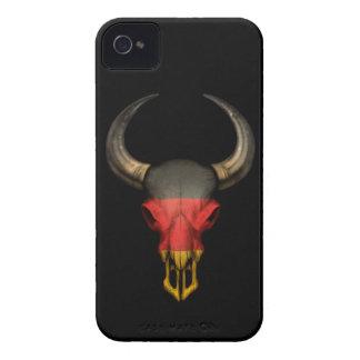 Cráneo alemán de Bull de la bandera en negro Case-Mate iPhone 4 Funda