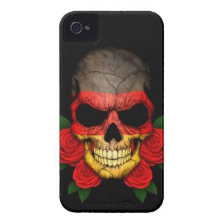Cráneo alemán de la bandera con los rosas rojos Case-Mate iPhone 4 protectores