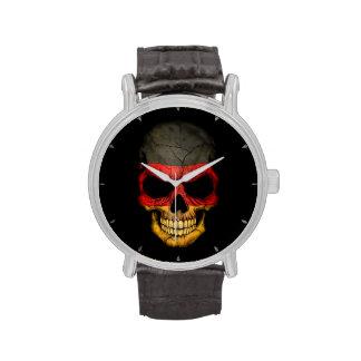 Cráneo alemán de la bandera en negro reloj