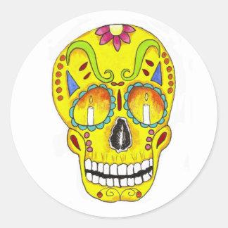Cráneo amarillo del azúcar de la conmemoración pegatinas redondas